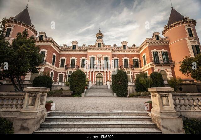Heures stock photos heures stock images alamy - Jardins del palau ...