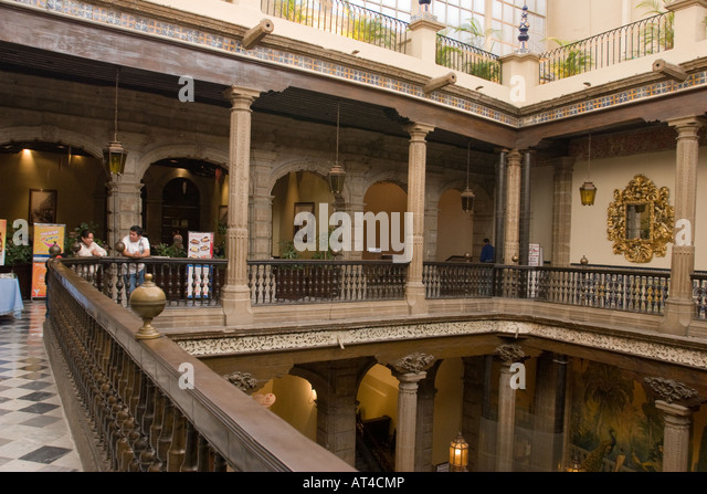 Sanborns stock photos sanborns stock images alamy for Casa de azulejos mexico