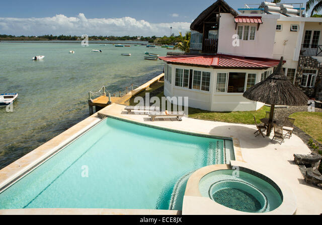 Mauritius mahebourg chillpill guest house and swimming for Swimming pool mauritius