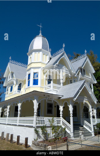 1890s donnelly house in mount dora florida class victorian style house stock image - Victorian Style House
