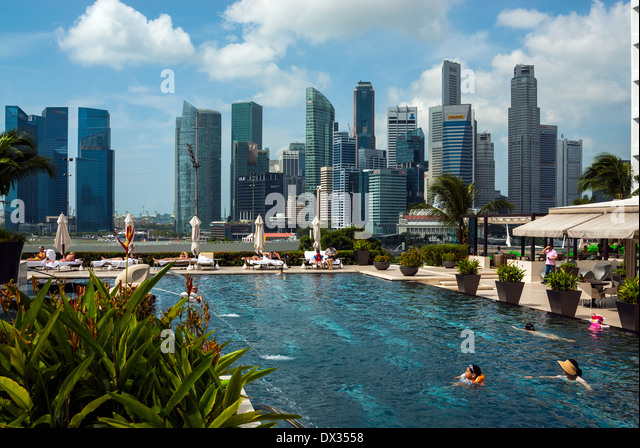 Mandarin oriental hotel pool singapore stock photos - Marina mandarin singapore swimming pool ...