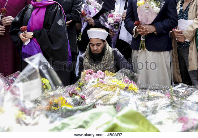London, UK. 7th June, 2017. Imams from all around the UK gathered on June 7, 2017 by the London Bridge site of terror - Stock Image
