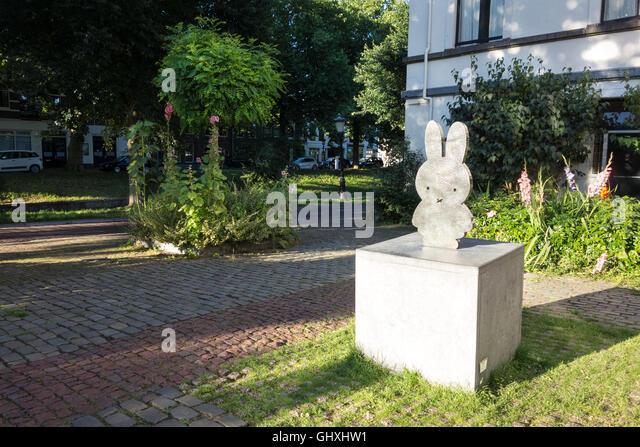 Rabbit statue stock photos rabbit statue stock images alamy - Miffy lamp usa ...
