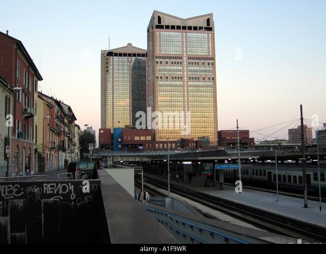 Passante stock photos passante stock images alamy - Milano porta garibaldi station ...