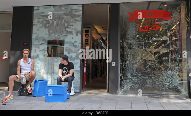Sit In Window wave out window stock photos & wave out window stock images - alamy