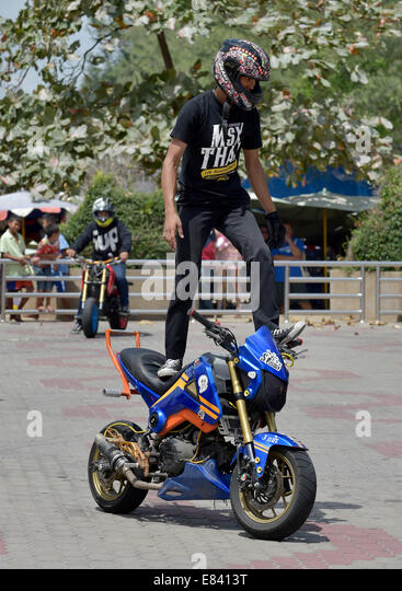 Motorcycle Stunt Stock Photos Motorcycle Stunt Stock Images Alamy