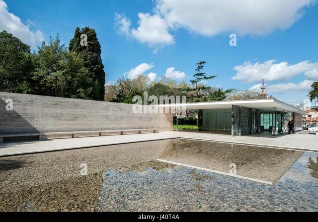 Pavillion Mies van der Rohe vom deutschen Architekt Ludwig Mies van der Rohe im Bauhaus Stil. - Stock Image