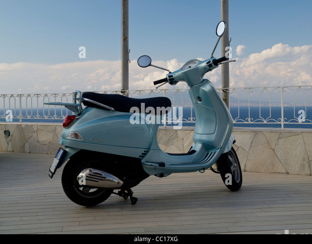 Vespa 125 stock photos vespa 125 stock images alamy for 125 the terrace