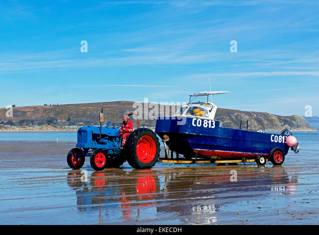 Tractor Pull Boats : Abersoch wales stock photos images
