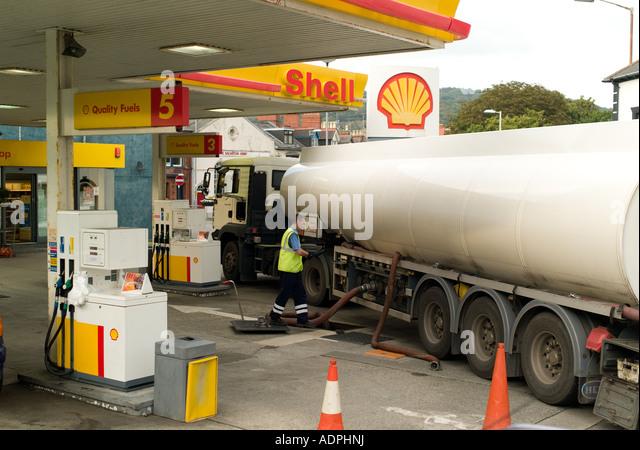 driver truck petrol station stock photos  u0026 driver truck petrol station stock images