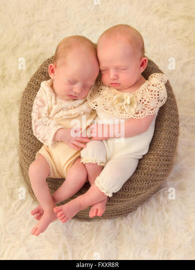 identical twin newborn babies - photo #16