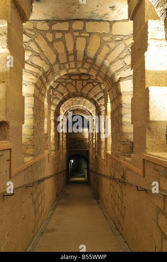 Unter Den Straßen Von Paris Steinbrüche Katakomben Under The Streets Of  Paris Quarries Catacombs   Stock