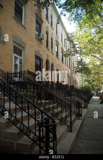 Harlem brownstones stock photos harlem brownstones stock for Townhouses for sale in harlem
