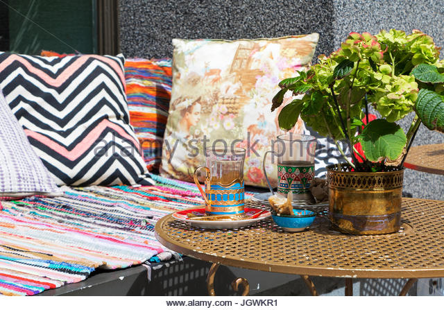 Outdoor Seating Area Stock Photos amp Outdoor Seating Area  : teahouse riga street cafe outdoor cafe outside seating chairs tables jgwkr1 from www.alamy.com size 640 x 447 jpeg 102kB