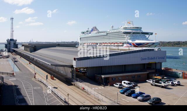 Queen elizabeth terminal stock photos queen elizabeth - Southampton airport to southampton port ...