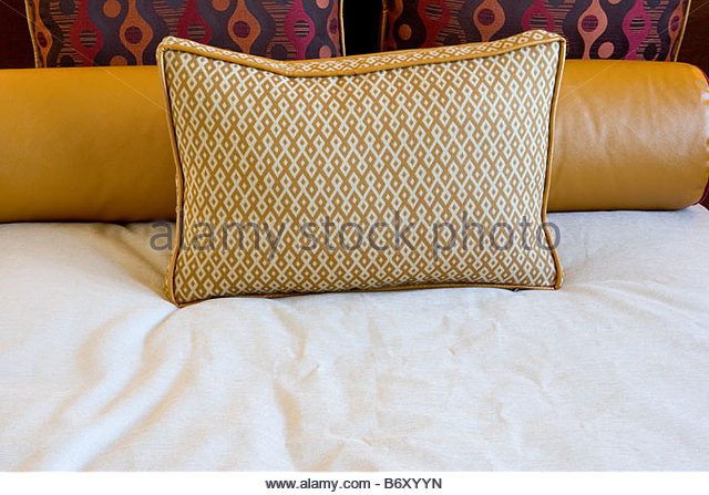 Pillow On Bed Stock Photos & Pillow On Bed Stock Images - Alamy