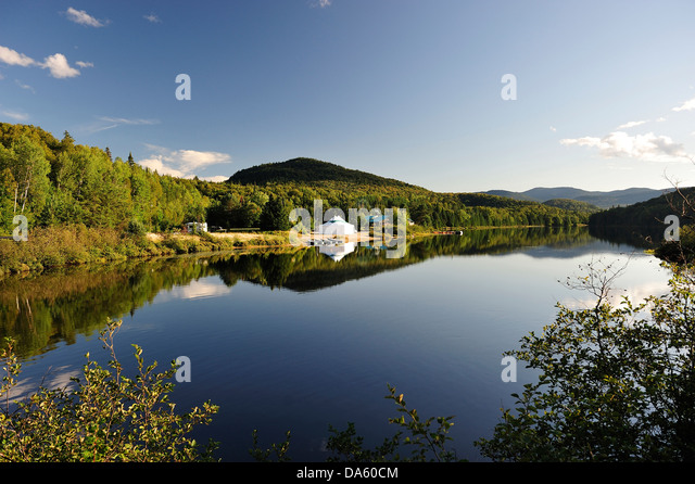 Mont tremblant stock photos mont tremblant stock images for Lac miroir mont tremblant