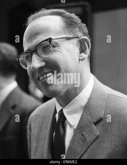 a biography of jonas salk a medical researcher and virologist Jonas salk was born in jonas attended a high school for gifted his intention was always to become a medical researcher rather than a medical practitioner and.