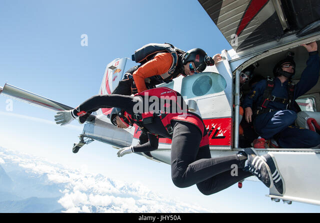 A freestyle Skydiving Team exiting from a Pilatus Porter for a training jump - Stock Image