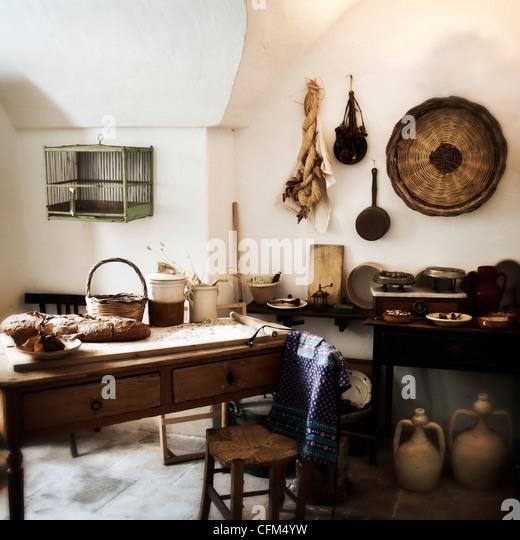 Country Kitchen Bread: Vintage Farmhouse Table Kitchen Stock Photos & Vintage