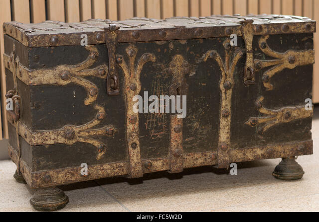 Alte Truhe alte truhe stock photos alte truhe stock images alamy