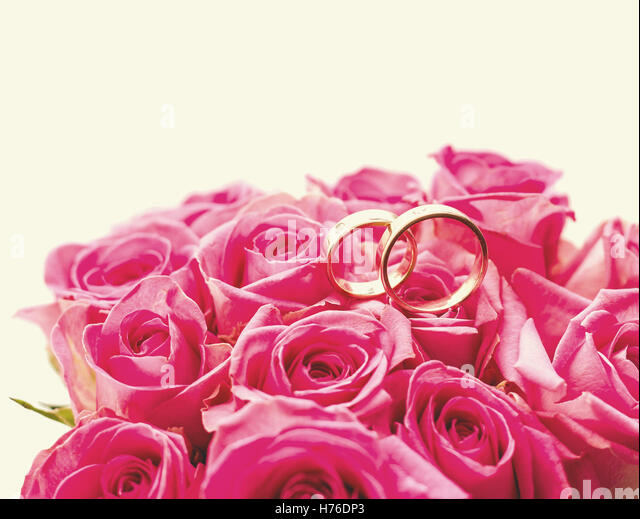 Bouquet Of Roses With Wedding Rings Stylish Tinted