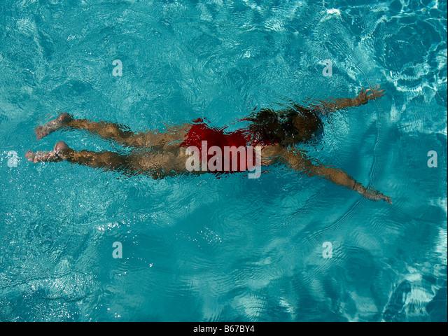 child swimming underwater - photo #39