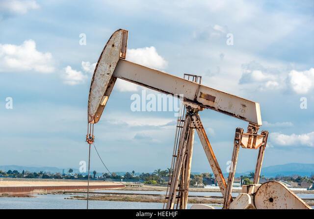 Oil Well Pump Jack Stock Photos Amp Oil Well Pump Jack Stock