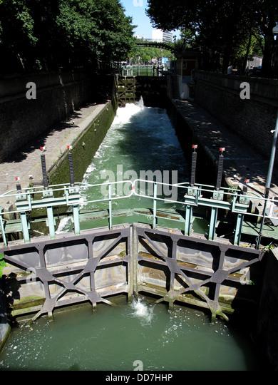 Paris france peniche boat restaurant stock photos paris - Canal saint martin restaurant ...