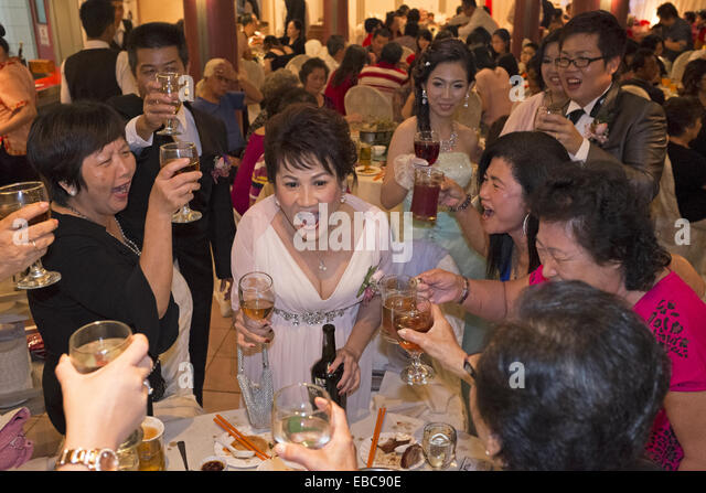 Toast Or Yamseng To Friends And Relatives During Wedding Dinner Kuching Sarawak