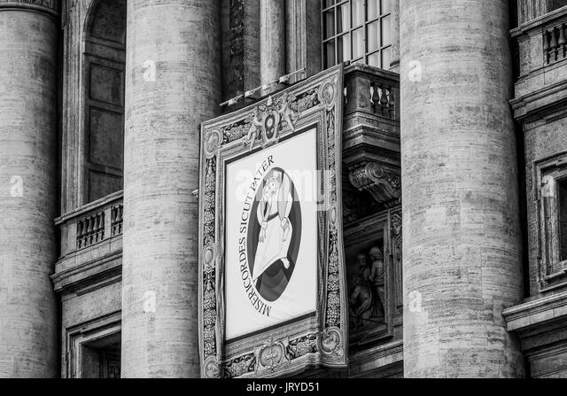 Peters basilica balcony stock photos peters basilica for Famous balcony
