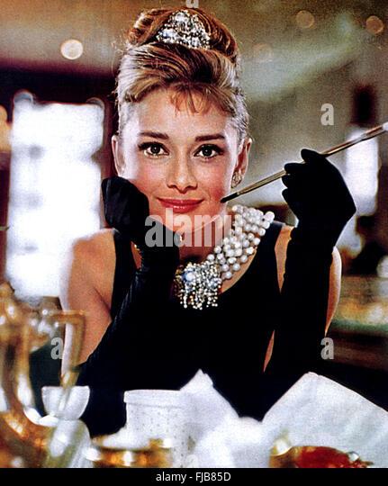 Breakfast tiffanys 1961 audrey hepburn stock photos for Diamant sur canape
