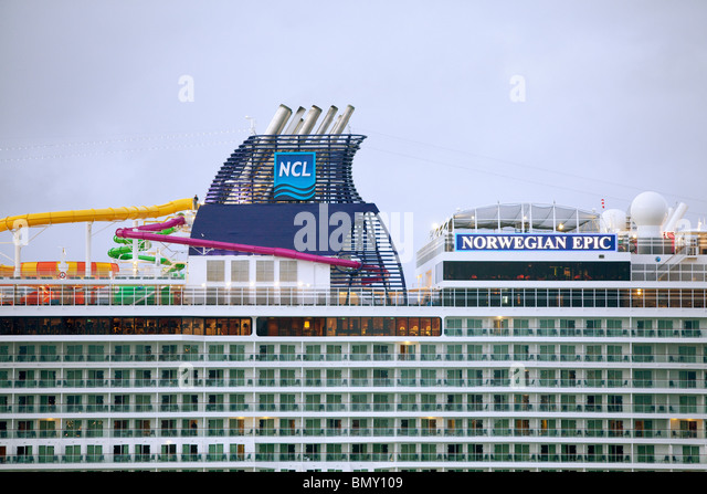 Cruise Ship Smoke Stack Stock Photos Amp Cruise Ship Smoke Stack Stock Images Alamy
