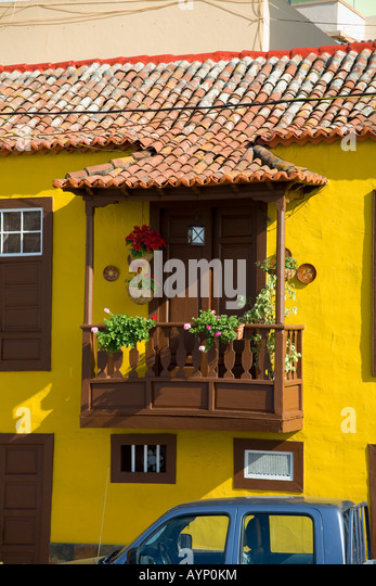 Balcony with flowers stock photos balcony with flowers for Balcony in spanish