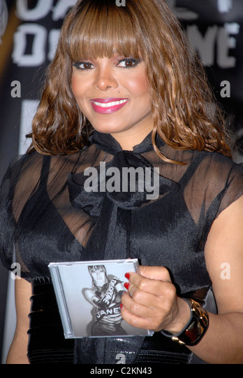 Janet Jackson Promoting Her New Album U0027Disciplineu0027 At Virgin Megastore  Hollywood, California
