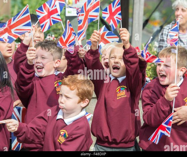 school-children-wave-union-flags-as-the-tour-of-britain-passes-through-f48dxp.jpg