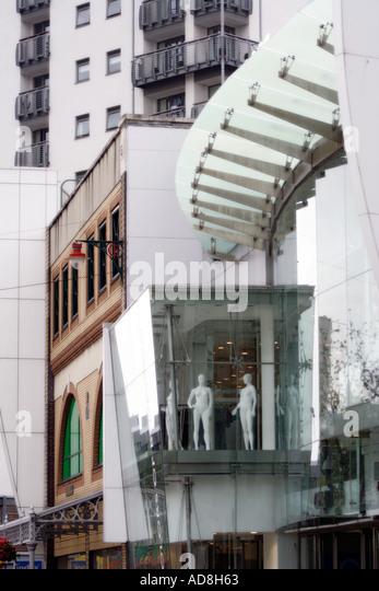 Lebendigen Und Dynamischen Gegenwartsarchitektur Auf Queen Street Cardiff Wales Stockbild