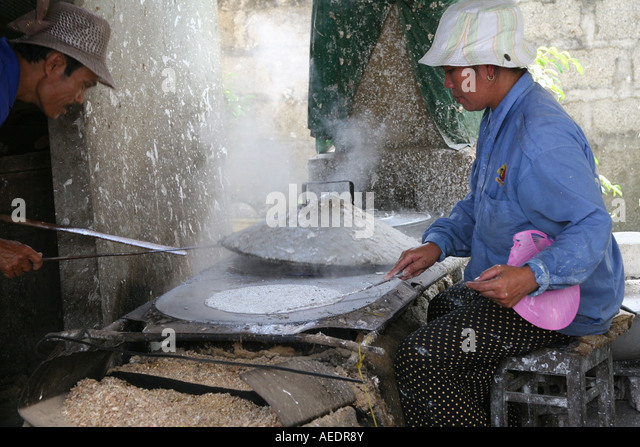 rice paper making vietnam stockfotos rice paper making vietnam bilder alamy. Black Bedroom Furniture Sets. Home Design Ideas