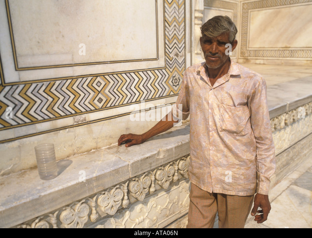 taj mahal cleaning stockfotos taj mahal cleaning bilder alamy. Black Bedroom Furniture Sets. Home Design Ideas