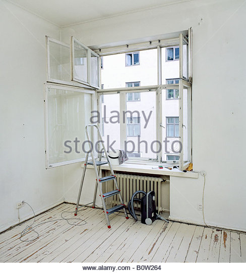 window cleaning ladder stockfotos window cleaning ladder bilder alamy. Black Bedroom Furniture Sets. Home Design Ideas