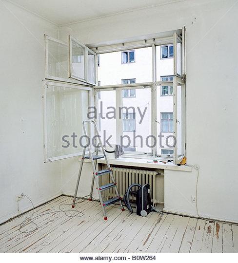 window cleaning ladder stockfotos window cleaning ladder bilder alamy. Black Bedroom Furniture Sets. Home Design Ideas