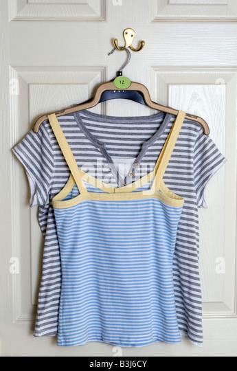 tee shirts stockfotos und tee shirts stockbilder alamy. Black Bedroom Furniture Sets. Home Design Ideas