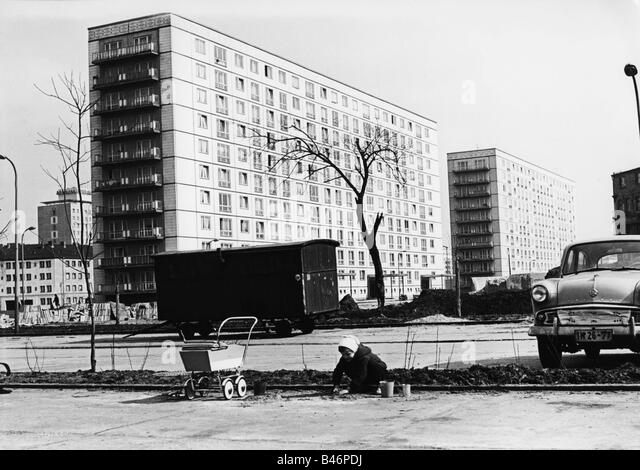 stalinallee east berlin stockfotos stalinallee east berlin bilder alamy. Black Bedroom Furniture Sets. Home Design Ideas