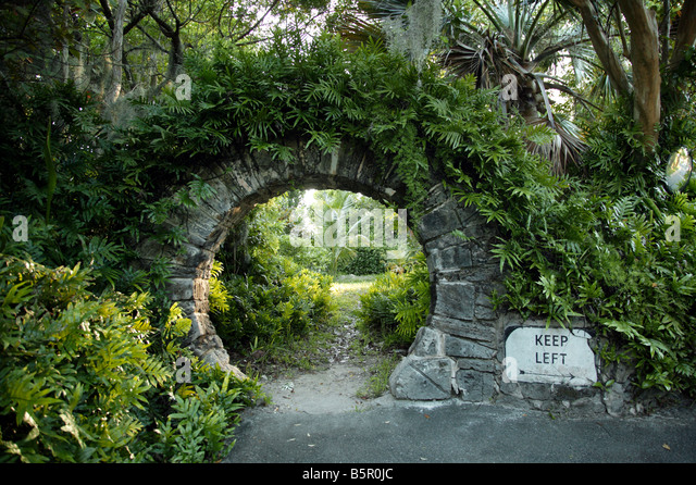 moon gate stockfotos moon gate bilder alamy. Black Bedroom Furniture Sets. Home Design Ideas