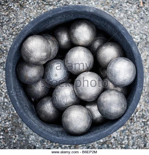 throwing balls stockfotos throwing balls bilder alamy. Black Bedroom Furniture Sets. Home Design Ideas