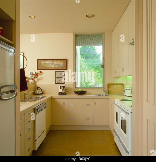 interiors modern cream kitchens stockfotos interiors modern cream kitchens bilder alamy. Black Bedroom Furniture Sets. Home Design Ideas