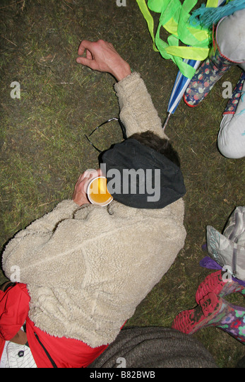 drunk man festival stockfotos drunk man festival bilder alamy. Black Bedroom Furniture Sets. Home Design Ideas