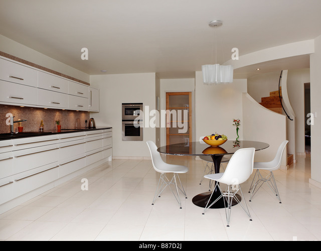 white kitchen granite worktops stockfotos white kitchen. Black Bedroom Furniture Sets. Home Design Ideas