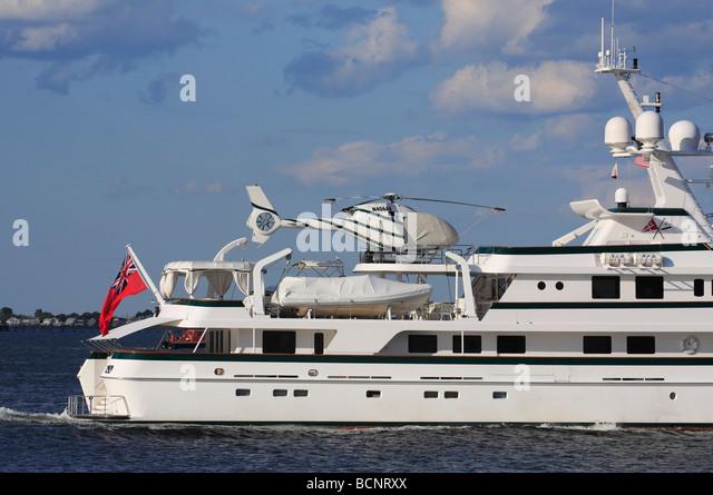 Close Up Von Mega Yacht Calixe Mit Hubschrauber Stockbild
