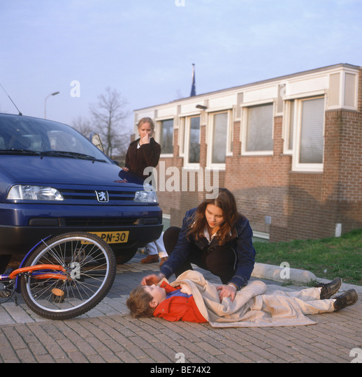 bicycle accident adult stockfotos bicycle accident adult bilder alamy. Black Bedroom Furniture Sets. Home Design Ideas